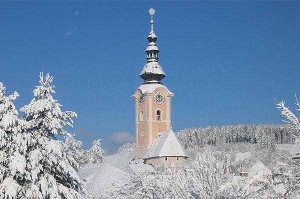 Stadtpfarrkirche Feldkirchen im Winter